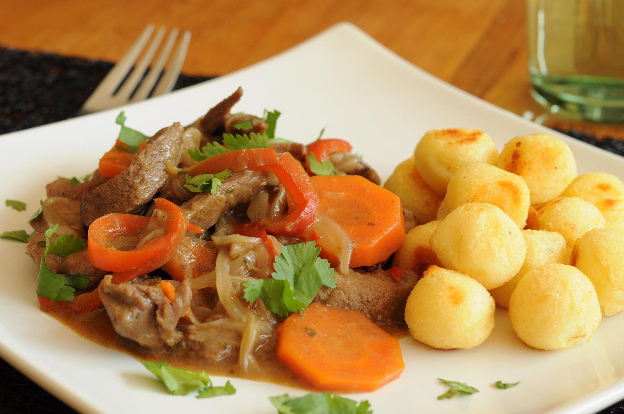 Estofado De Pollo Ecuatoriano Estofado de Carne de R...