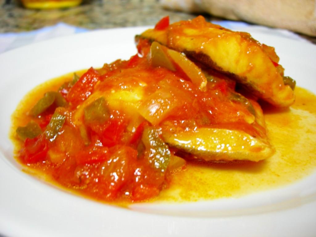 Bacalao con tomate simplemente perfecto mil recetas for Cocinar cocochas de bacalao