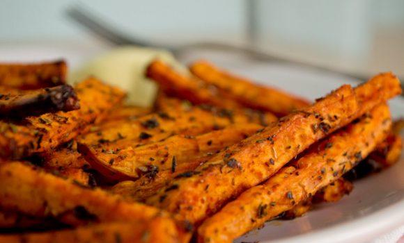 Boniato al horno, la mejor alternativa de patatas fritas