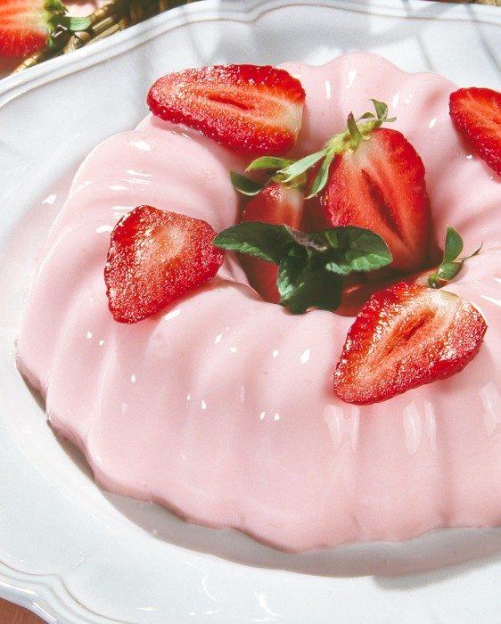 Gelatina de fresa con leche condensada mil recetas - Postres con gelatina y leche condensada ...