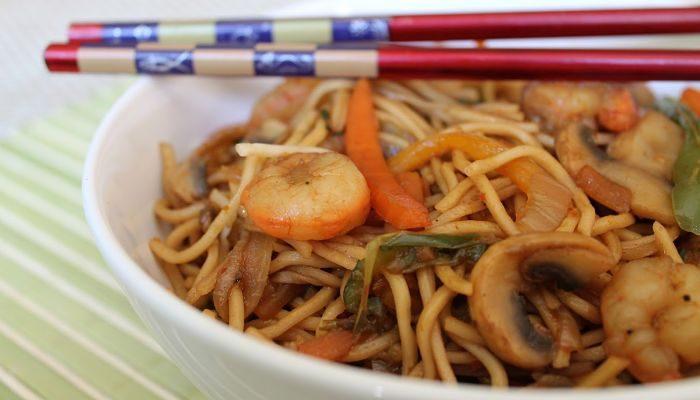 fáciles fideos chinos con camarones, super rendidor